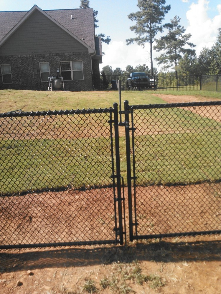 Delicieux The Article Presents Some Issues That Should Be Taken Into Account When You  Choose A Chain Lnk Fence.
